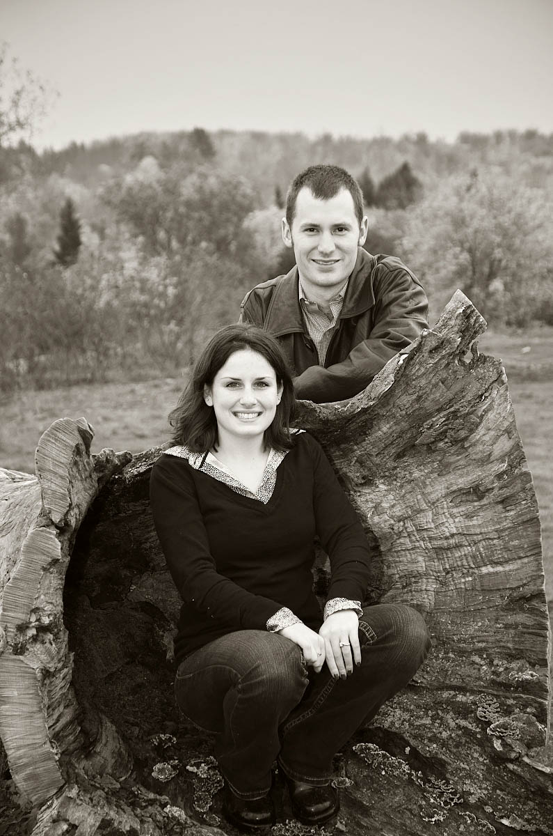 omemee photographer, young couple on giant stump