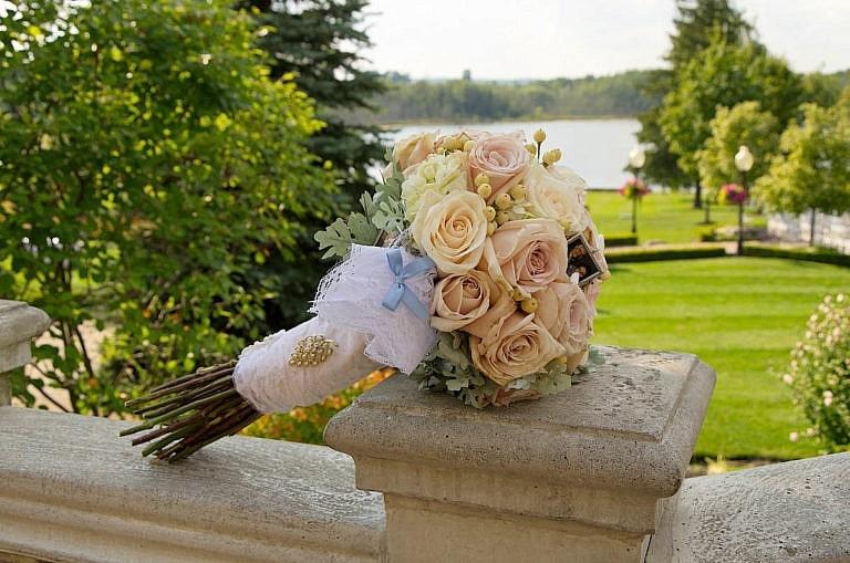 wedding bouquet at royal ambassador wedding