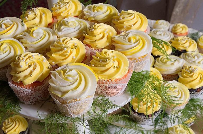 delicious cupcakes at caledon wedding at Royal Ambassador