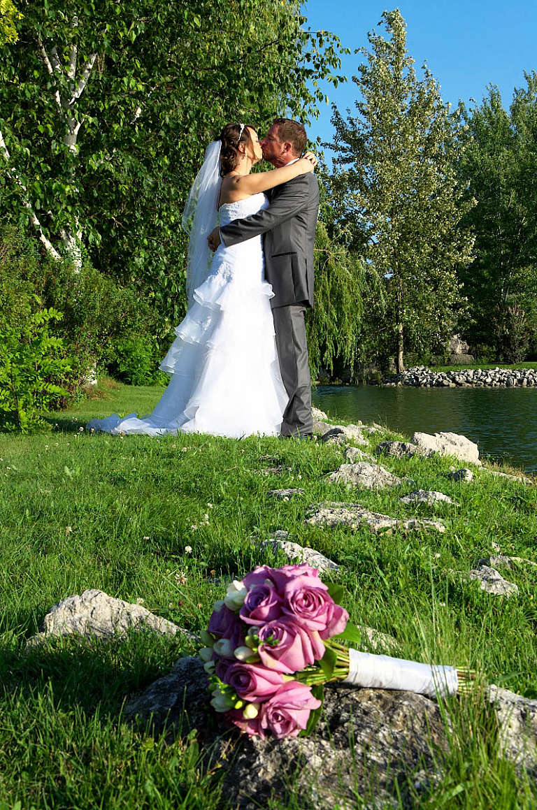 bouquet with couple nottawasaga resort alliston