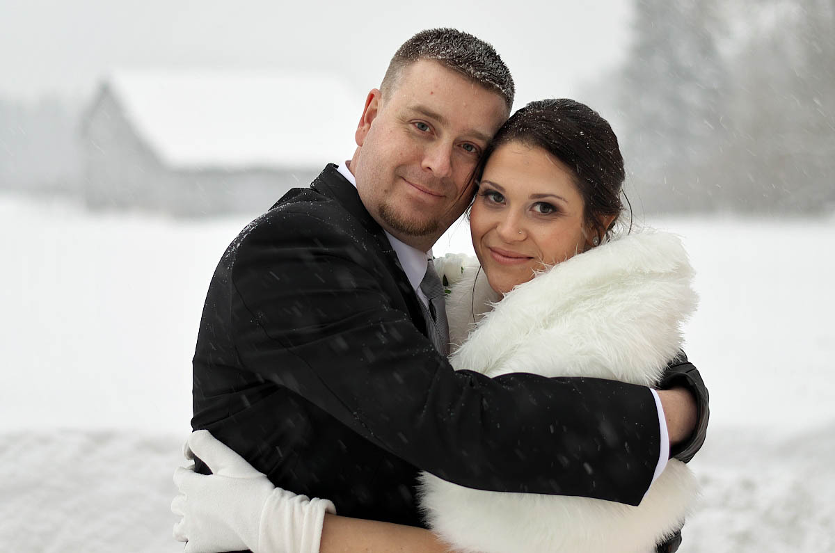 wedding couple at horseshoe resort in winter