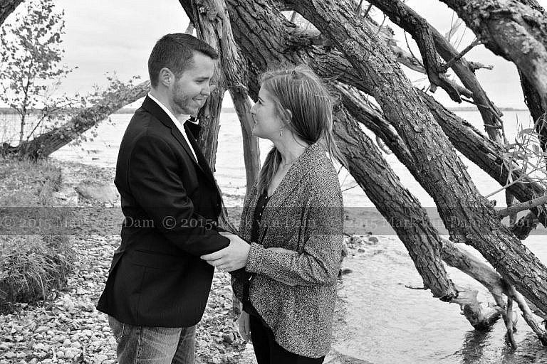 Orillia phtoographer, couple by shoreline tree at Tudhope Park in Orillia, Ontario