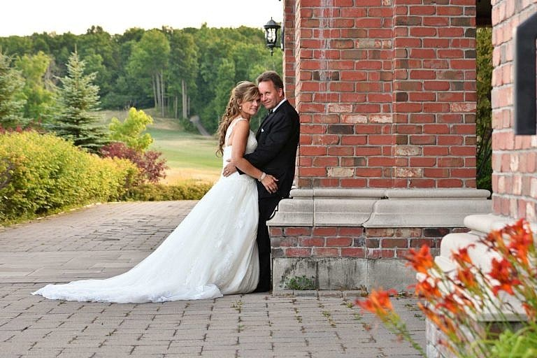 Bride and groom at Bond Head wedding