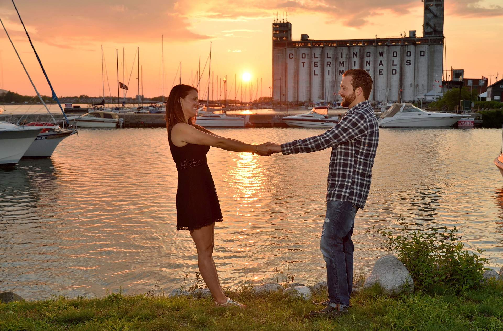 barrie photographer collingwood engagement session at sunset at Harbourlands Park with epic sunset