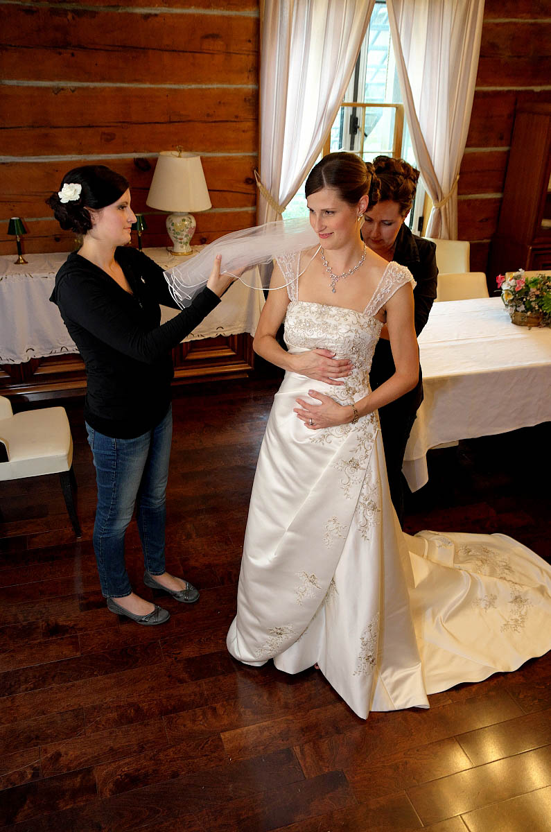 Beautiful bride getting ready at Eganridge Resort in Fenelon Falls