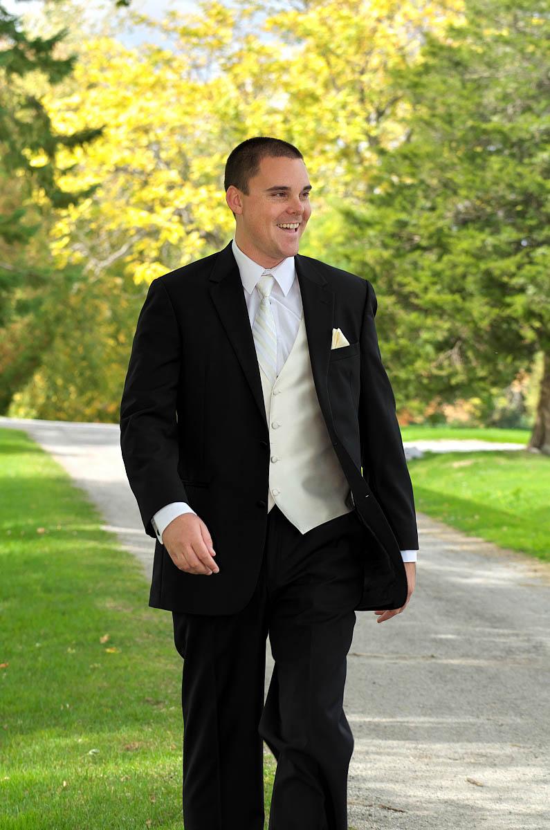 Handsome groom at Eganridge Resort wedding