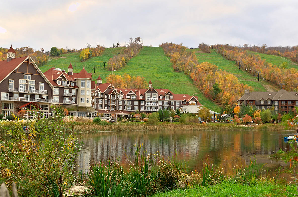 westin blue mountain village in the fall