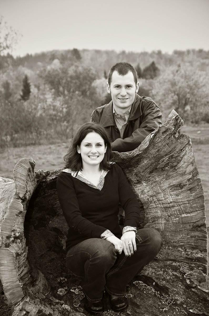 omemee photographer, young couple on giant stump