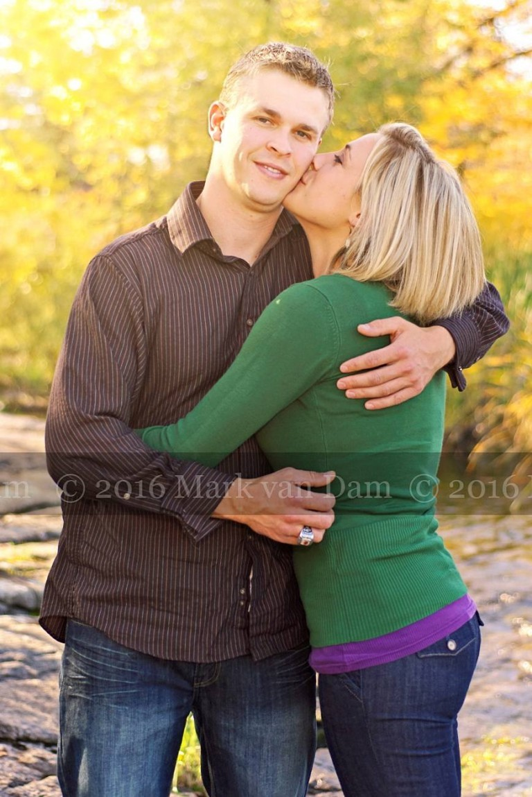 Burleigh falls engagement session with fall colours