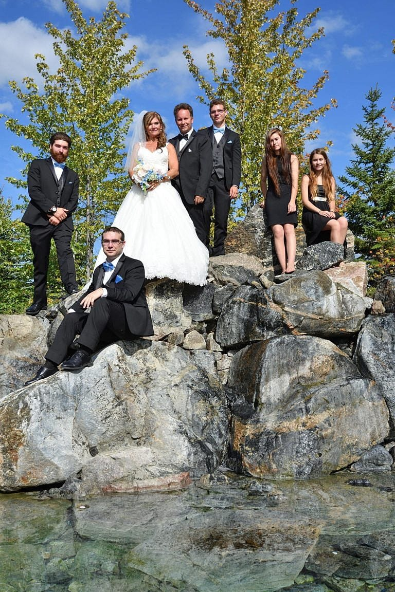 Wedding party on Fountain Rocks at The Club at Bond Head wedding